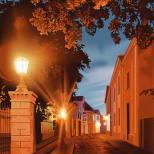 Кривая улочка или фонари